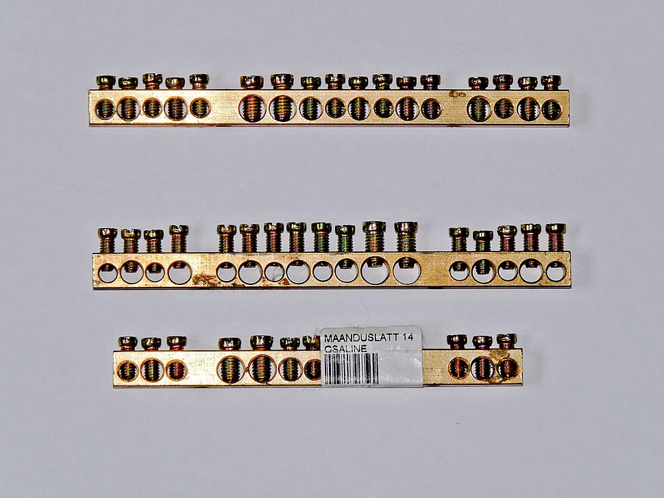 Busbars for earthing