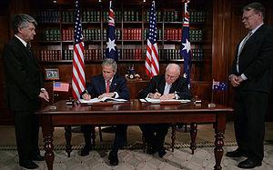 Commonwealth Parliament Offices, Sydney - Image: Bush Howard Phillip Street desk