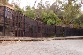 Griffith Park Zoo - Image: Cages at griffith park zoo