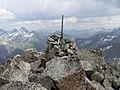Cairn on Piz Val Lunga.jpg