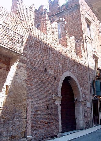 Guelphs and Ghibellines - Image: Casa di Romeo (Verona)