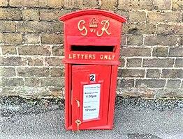 Cast iron royal mail post box george vl (3).jpg
