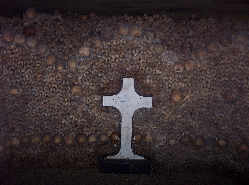 Fichier:Catacombes Paris.JPG