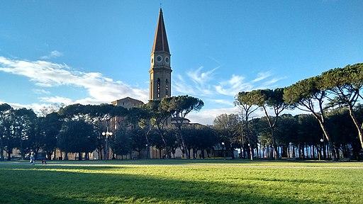 Cattedrale dei Santi Pietro e Donato, Arezzo, parco detto il prato