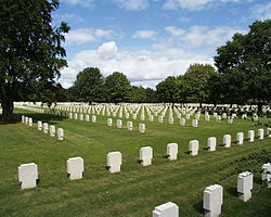 Champigny St. André War Cemetery 2000 by-RaBoe-10.jpg