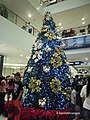 Christmas tree at the Centrio entrance - panoramio.jpg