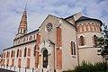 Church of Lamotte-Beuvron in nice coloured stones - panoramio.jpg