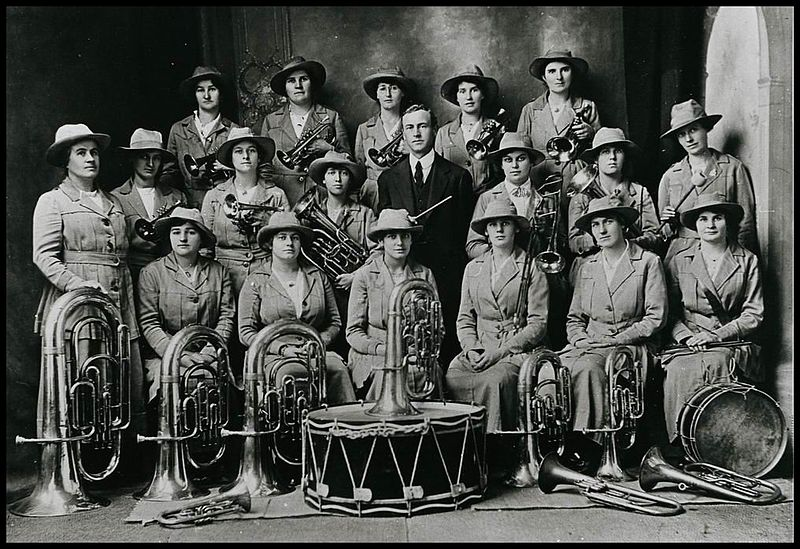 File:Clare Girls Band 1914.jpg