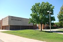 Picture of the front of Clay High School.