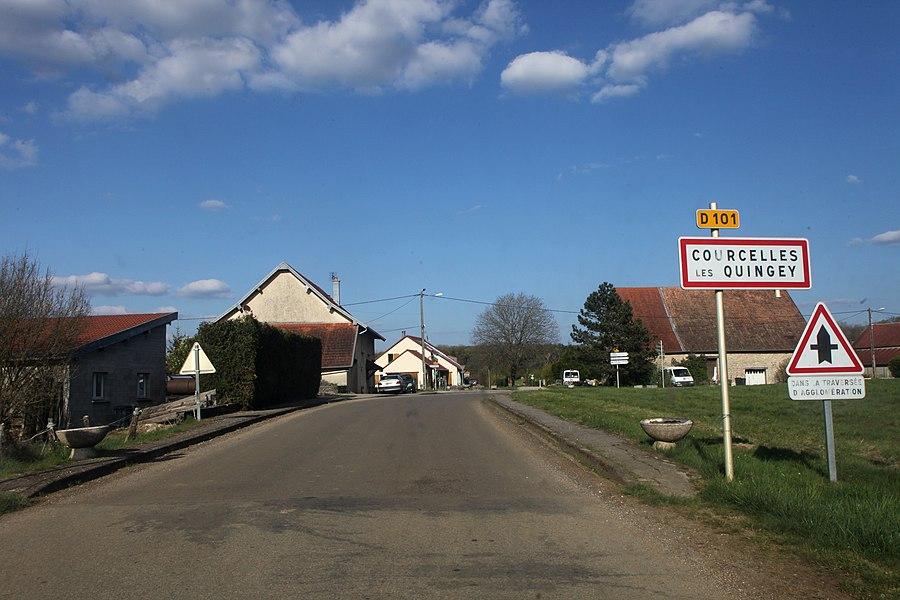 Entrée de Courcelles-les-Quingey (Doubs).