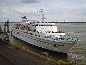 Cruise ship Delphin 2012-06-17.jpg