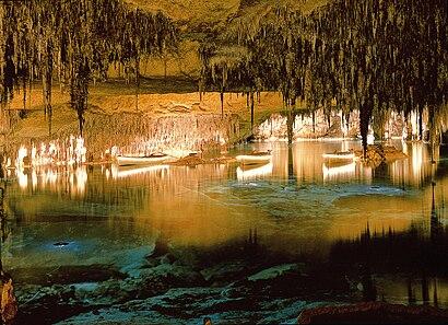 Comment aller à Cuevas del Drach en transport en commun - A propos de cet endroit