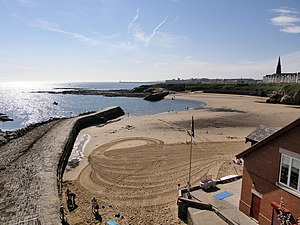 Cullercoats - Image: Cullercoats Bay from the North geograph.org.uk 521814
