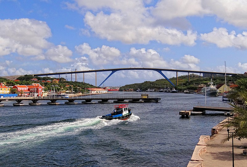 File:Curacao-Bridges-2013.JPG