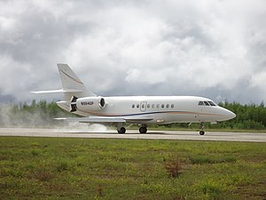 Dassault Falcon 2000 (N994GP) посадка в аэропорту Усть-Кут.JPG