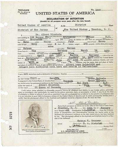 アインシュタインが提出したアメリカ合衆国帰化申請書 Wikipediaより