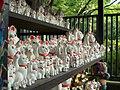 Dedicated Maneki-nekos (招き猫) in Gotoku-ji (豪徳寺) - panoramio.jpg