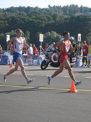 Wang Zhen (racewalker) - Wang Zhen leading Denis Strelkov at the 2013 World Championships
