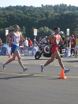 Wang Zhen (racewalker) - Wang Zhen leading Denis Strelkov at the 2013 World Championships