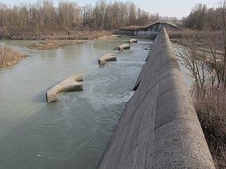 Secchia - Dam on the Secchia near Campogalliano.