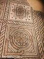 Domus dei tappeti di pietra - fiori stilizzati e geometrie perfette.jpg