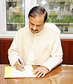 Dr. Mahesh Sharma taking charge as the Minister of State for Environment, Forest & Climate Change, in New Delhi on September 04, 2017.jpg