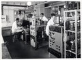 ETH-BIB-Zürich, ETH Zürich, Altes Physikgebäude, Institut für Technische Physik, Laboratorium für Elektronenemission (PH 30e), 2 Hochvakuumpumpständen-Ans 00538.tif