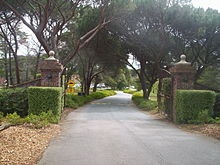 Entrance to the royal canberra golf club.jpg