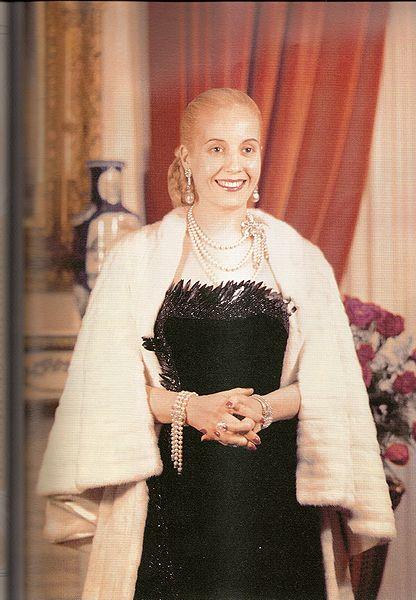 Ficheiro:Eva Perón vestida lujosamente.jpg