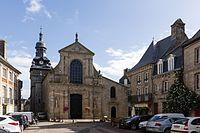 Façade, église Saint-Mathurin, Moncontour, France.jpg