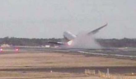 着陸 失敗 フェデックス 80 事故 便