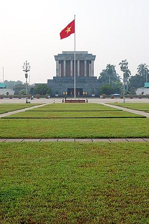 Ba Đình Square - Image: Flag of Vietnam in front of Ho Chi Minh mausoleum