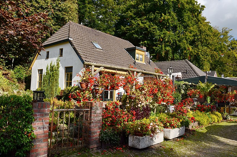 File:Flower decorations at a traditional farmhouse at 's Heerenberg at 7 October 2012 - panoramio.jpg
