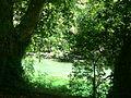 Fontaine de Vaucluse - Sorgue entre la résurgence et village.jpg