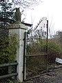 Gate at entrance to Orange Groves, Horton Heath - geograph.org.uk - 297518.jpg