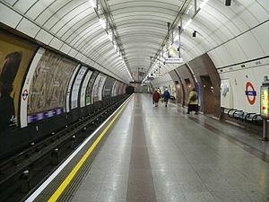 Angel tube station - The extra-wide southbound platform occupies the whole of the original station tunnel