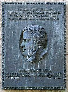 Berliner Gedenktafel für den Standort des nicht mehr vorhandenen Geburtshauses von Alexander von Humboldt in Berlin-Mitte (Quelle: Wikimedia)