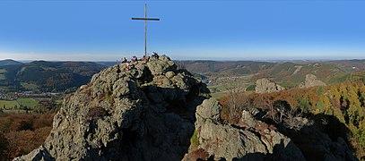 Gipfel Feldstein (Bruchhauser Steine).jpg