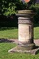Grabmal vor Kirche Steinwedel (1).jpg