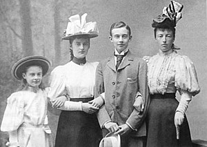 Duchess Cecilie of Mecklenburg-Schwerin - Cecilie, Alexandrine and Friedrich Franz of Mecklenburg-Schwerin with their mother Grand Duchess Anastasia.