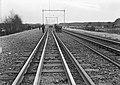 HUA-167448-Afbeelding van wegwerkers van de N.S. tijdens spoorvernieuwingswerkzaamheden aan de spoorlijn te Wezep.jpg