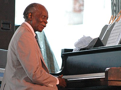 Picture of a band or musician: Hank Jones
