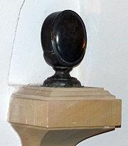 Kapsel mit dem Herz Augusts des Starken in der Hofkirche in Dresden (Quelle: Wikimedia)