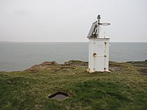 Hilbre Island lighthouse - geograph.org.uk - 1394117.jpg