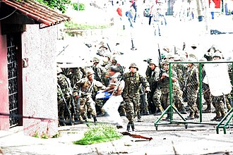 2009 Honduran constitutional crisis - A clash between pro-Zelaya protesters and the Honduran military