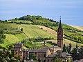Il borgo di Castelvetro dipinto di primavera.jpg