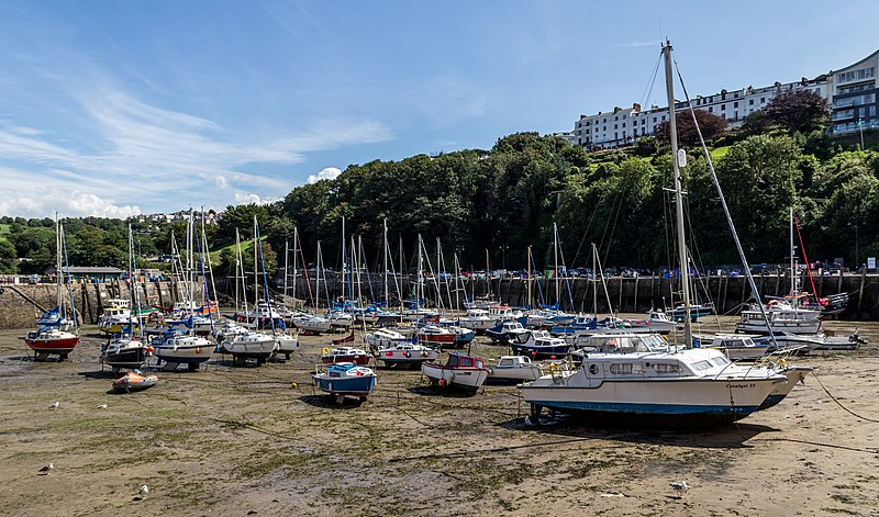 File:Ilfracombe (Devon, UK), Harbour -- 2013 -- 1785.jpg