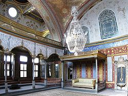 Imperial Sofa Topkapi March 2008pano2.jpg