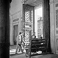 Ingang van de Omayaden moskee, gezien vanuit het voorportaal naar buiten, Bestanddeelnr 255-5893.jpg