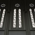 Interieur, overzicht van enkele ramen in de abdijkerk - Berkel-Enschot - 20385391 - RCE.jpg